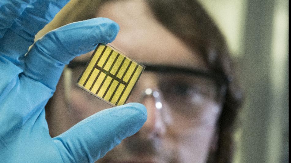 Am KIT entwickeln die Forscher im Projekt »Capitano« neue Materialien und Prozesse sowie Prototypen für Perowskit-Solarzellen und -module mit hohem Wirkungsgrad.
