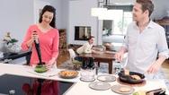 """Der """"MQ7X"""" von Braun wird dank seinem umfangreichen Zubehör zum Multitalent in der Küche."""
