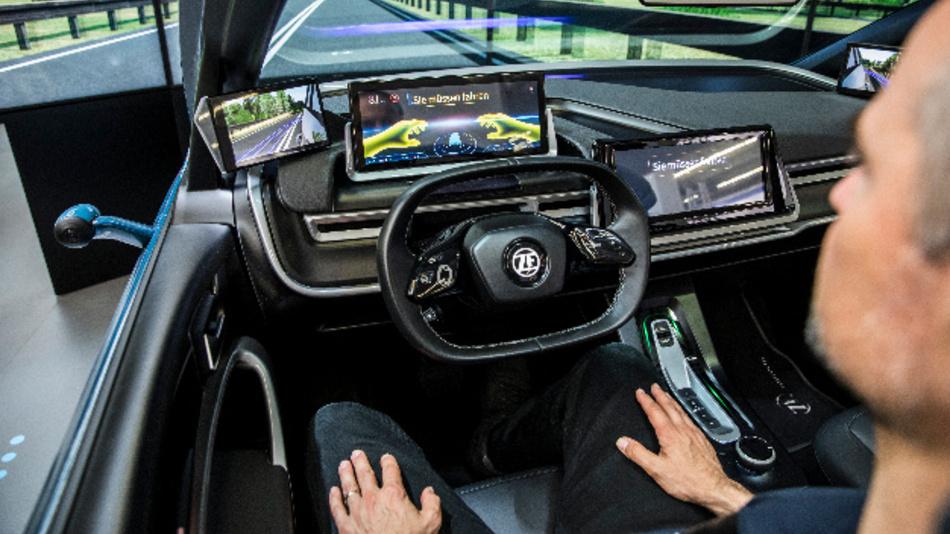 Das Safe Human Interaction Cockpit von ZF und Faurecia schafft Klarheit bei Übergabeszenarien zwischen manuellen und automatisierten Fahrmodi.