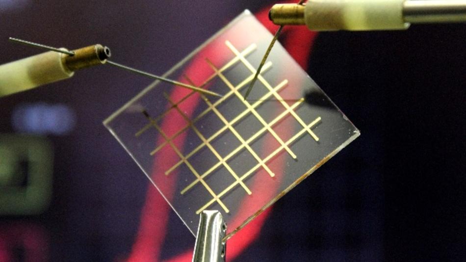 Transparentes Nylon könnte in Zukunft einen wichtigen Baustein für die Entwicklung transparenter elektronischer Schaltungen darstellen.
