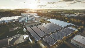 ABB präsentiert am Standort Lüdenscheid eine hochmoderne CO2-neutrale und energieautarke Fabrik der Zukunft.