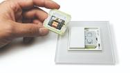 Für noch mehr Nutzerkomfort wurde der neue Kippspiegel der Serie 801 um eine integrierte Beleuchtung ergänzt.