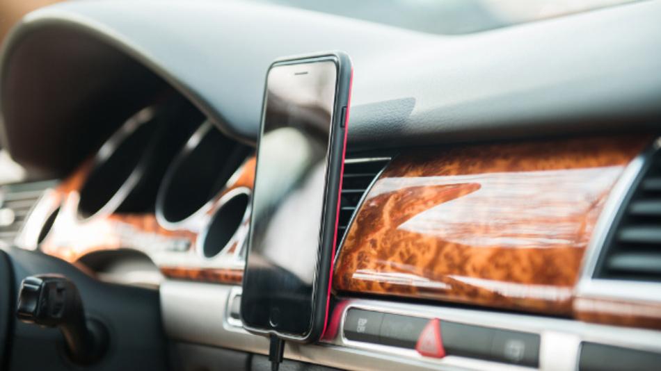 Die Mobilfunkversorgung an Verkehrswegen hat für die geschäftliche wie private Kommunikation eine große Bedeutung.