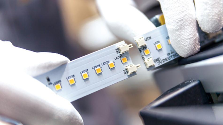 Montage von LED-Leuchten  der Deutschen Lichtmiete am Standort in Sandkrug