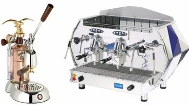 """La Pavoni setzt, wie auch Smeg, einen klaren Fokus auf Qualität, Design und Details: links die Espressomaschine mit Handhebel für den Haushalt, Modell """"La Grande Bellezza - LGB"""", rechts die Gewerbe-Espressomaschine, Modell """"Diamante - DIA SV 2GR""""."""