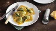 Leckere Pasta - mit XL-Walze, Ravioli-Aufsatz und anderen praktischen Zubehörteilen für die neuen Kenwood-Küchenmaschinen-Modelle gelingen italienische Gerichte im Handumdrehen.