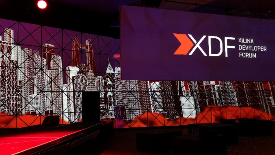 Im großen Ballsaal des Fairmont San José startete das XDF 2019 mit der Keynote von Victor Peng, President & CEO von Xilinx.