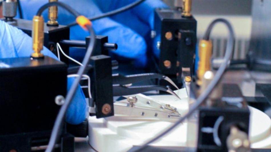 Messungen am zweidimensionalen Löchergas in einem Galliumnitrid-Halbleiter.