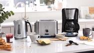 """Kochendes Wasser in weniger als 47 Sekunden, eine volle Kanne Kaffee in weniger als sieben Minuten und zwei knusprige Scheiben Brot in nur einer Minute: Die """"Velocity""""-Frühstücksserie von Russell Hobbs macht ihrem Name alle Ehre."""
