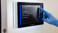 Integrierte und digitale Raumbeschilderungssystem »Smart OR Door Sign«