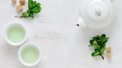 Wunderwaffe Grüner Tee? Davon sind nicht nur Teeliebhaber überzeugt, sondern auch Forscher von der Uniklinik Köln.
