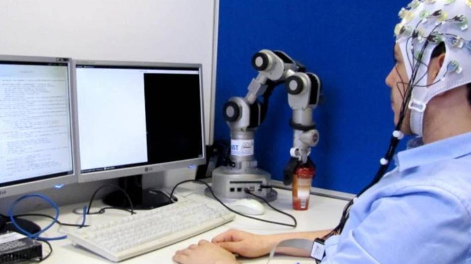 Gehirn-Rechner-Schnittstellen verarbeiten Signale des Gehirns im Computer. Diese Technologie bildet die Grundlage für die Software von MyelinS.
