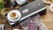 """Der """"Design Vakuumierer Advanced Scale Pro"""" von Gastroback ist zu einem Preis von 149,99 Euro (UVP) im Handel erhältlich."""