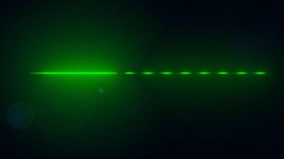 Das ID. Light ist ein intelligentes Lichtkonzept im Innenraum, das den Fahrer visuell unterstützt. Quer durch das Cockpit zieht sich z.B. ein LED-Band, das dem Fahrer verschiedene Funktionen farblich untermalt.
