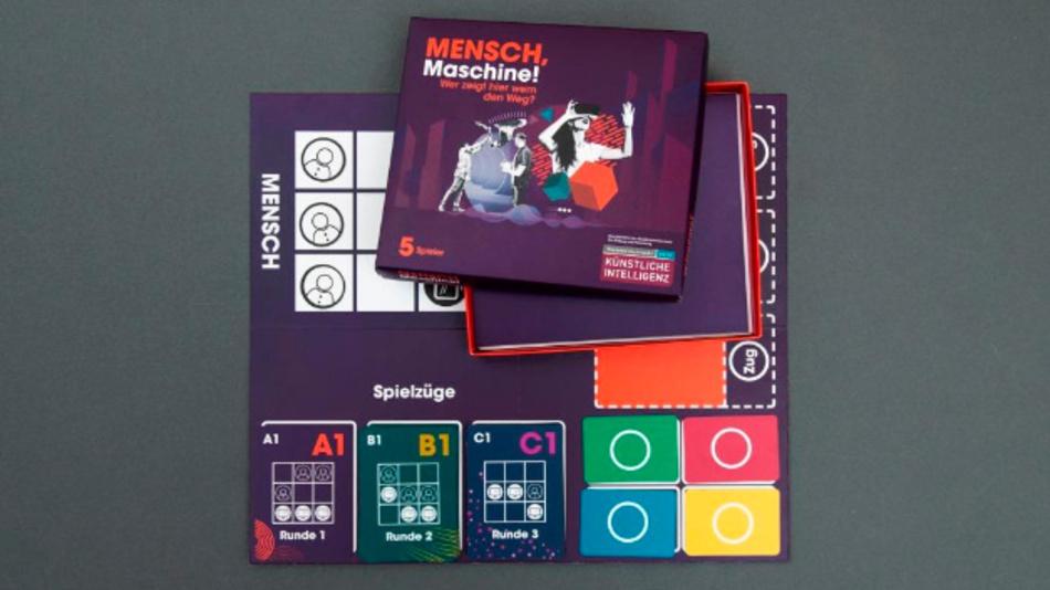 Das Brettspiel zur Aktion »Mensch, Maschine!« erklärt Jugendlichen künstliche Intelligenz.