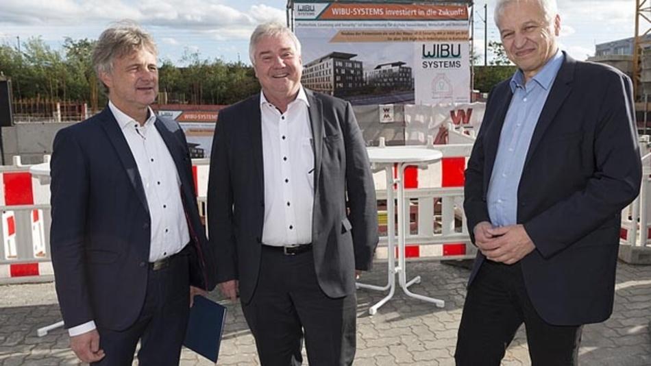 Dr. Frank Mentrup, Oliver Winzenried und Jochen Ehlgötz bei der Grundsteinlegung für den neuen Wibu-Firmensitz (v.l.n.r.)