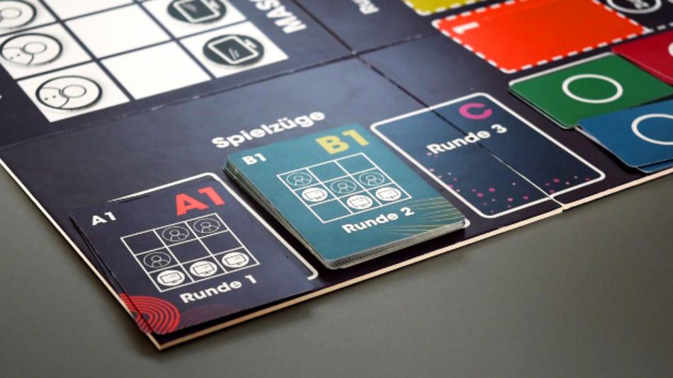 Auf Grundlage eines klassischen Brettspiels können Jugendliche ab 12 Jahren spielerisch erlernen, wie KI und Maschinelles Lernen funktioniert.