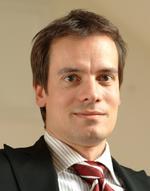André Engel Bereits während seines Studiums der Elektrotechnik an der Universität Dortmund und der Telekommunikationstechnik an der Fachhochschule Dortmund gründete André Engel die tde – trans data elektronik GmbH. Seit 28 Jahren leitet er das Untern
