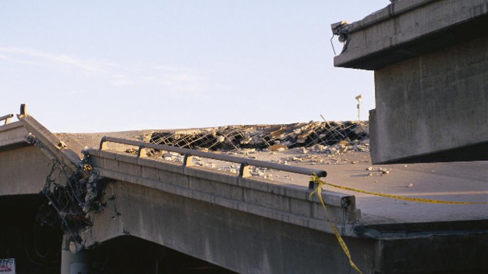 Eine eingestürzte Brücke. Mit Hilfe ihres auf Bildanalyse basierenden Diagnosesystems will Dynamic Infrastructure solche Katastrophen künftig verhindern.