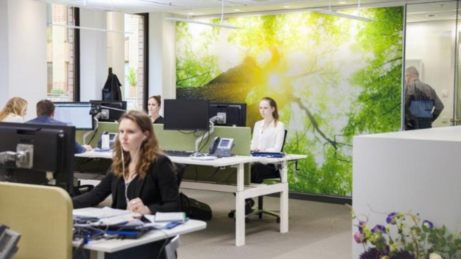 Lichtkonzepte, die sich an den individuellen Bedürfnissen der Menschen orientieren, fördern die Konzentration bei der Arbeit und die Regeneration in den Pausen. In Büroumgebungen unterstützt Human Centric Lighting (HCL) die Mitarbeiter und sorgt für Wohlbefinden.