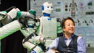 Prof. Gordon Cheng hat mit seinem Team ein System aus künstlicher Haut und Steuerungsalgorithmen entwickelt, mit dem auch menschengroße Roboter ausgestattet werden können..