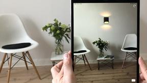 Augmented Reality stellt oder hängt die gewählte Leuchte virtuell in einen vorhandenen Raum. Anschließend lässt sich die Wunschleuchte maßstabsgetreu, dreidimensional und von allen Seiten aus betrachten.