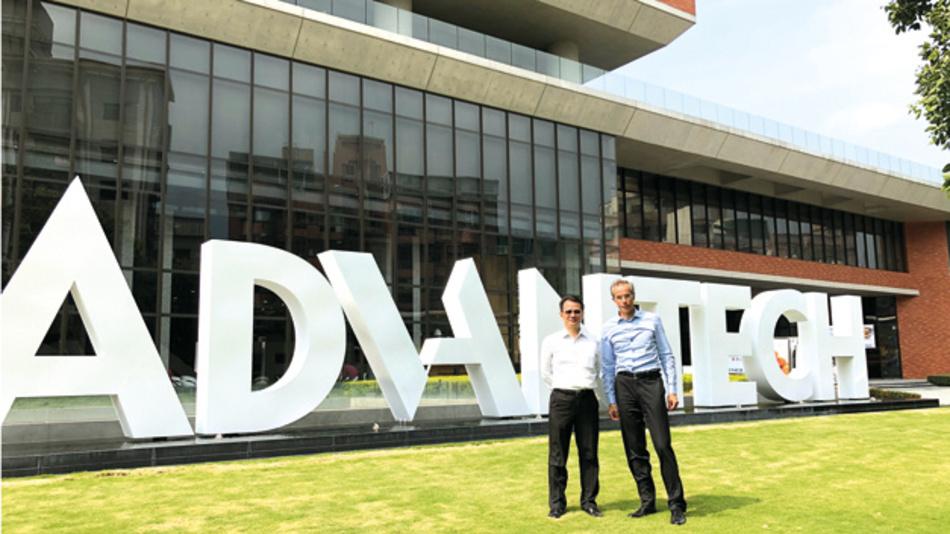 Dr. Hasler, CEO Lacon-Gruppe, und Dr. Allan Yang, CTO Advantech, vor dem Firmenhauptsitz Advantech in Taipeh