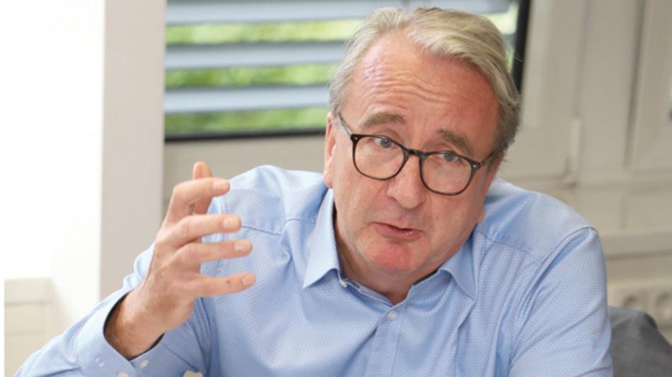 Roland Hollstein, Grundig Business Systems »Der Kunde ist in dem Fall  selbst Teil eines großen  Unternehmensverbundes  und will dadurch  nicht zuletzt seine  Daseinsberechtigung  im Konzern untermauern.«