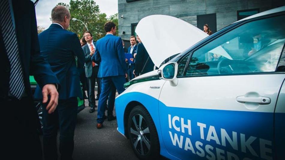 Andreas Scheuer, Bundesminister für Verkehr und digitale Infrastruktur, hat Zukunftsschecks in Höhe von rund 23,5 Millionen Euro für Wasserstoffmobilität überreicht.