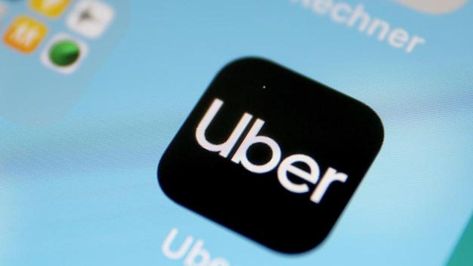 Die Uber App auf einem Smartphone. Der Fahrdienstvermittler Uber darf seine App laut einem Gerichtsbeschluss nicht mehr zur Mietwagenvermittlung in Deutschland einsetzen. Die Umsetzung des Dienstes Uber X verstoße gegen das Personenbeförderungsgesetz.