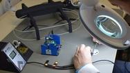 In Handarbeit löteten die Entwickler auf engem Raum immer wieder neue LEDs auf die Baugruppen und griffen dafür auf die Lötwerkzeuge des deutschen Herstellers Ersa zurück.