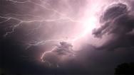 Gewitterwolken über der M+E-Industrie in Bayern: eine Rezession steht zu erwarten.