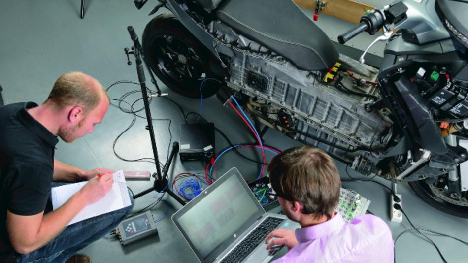 Active-Sound-Generation-Inbetriebnahme an der Traktionsmaschine eines Elektrorollers im Bereich der Akustik- und Schwingungstechnik.