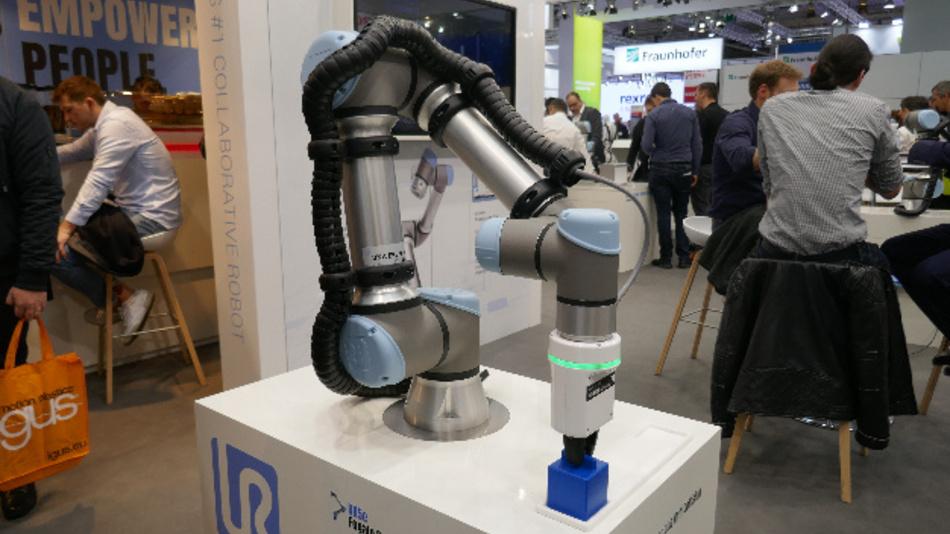 Fast unbegrenzte Möglichkeiten eröffnen kollaborative Roboter in Produktion und Logistik. Hier ein Roboter des Typs UR5e von Universal Robots mit einem Greifer von Fogale Robotics.