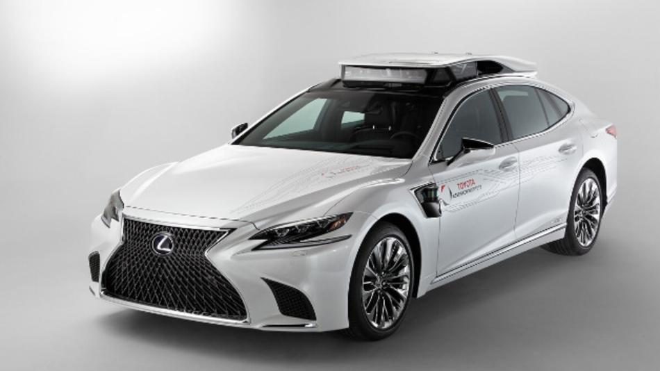 Der P4 basiert auf der Luxuslimousine Lexus LS 500h.
