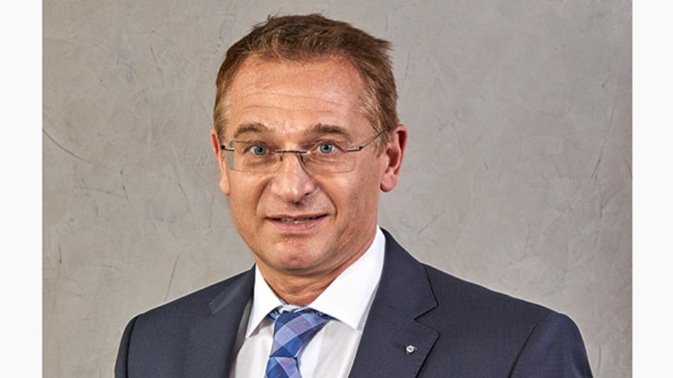 Wolfgang Mursch ist Geschäftsführer des Joint-Venture Munda zwischen Mentor Präzisionsbauteile und Aunde. Der gebürtige Düsseldorfer studierte nach seiner Ausbildung zum Elektroanlageninstallateur Elektrotechnik an der der Universität Duisburg-Essen. Nach Führungspositionen bei Bosch, KHD und E.ON Ruhrgas kam er 2013 zur Mentor Unternehmensgruppe und ist CTO und Mitglied der Geschäftsleitung bei Mentor Präzisionsbauteile.
