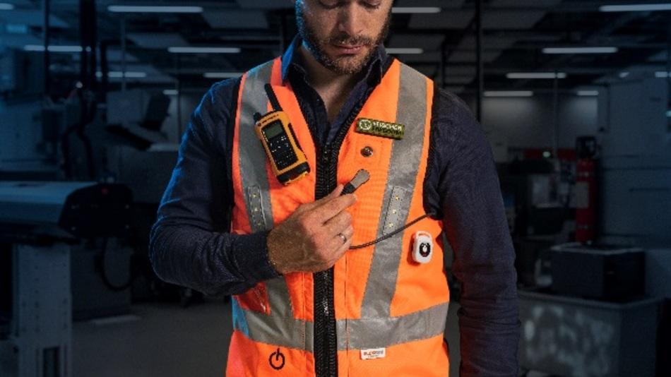 """""""Freedom"""" von Fischer Connectors ermöglicht es auf innovative Weise, tragbare Technologien z.B. in Arbeitskleidung zu integrieren."""