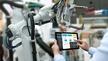 Industrie-Roboter mit Tablet