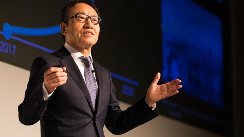 Ken Miyauchi, CEO von SoftBank, bei der Bekanntgabe der Ergebnisse für das zweite Quartal.