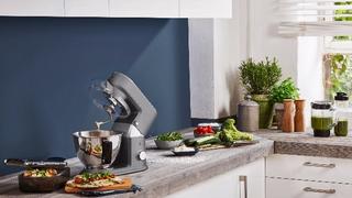 """Die WMF """"KÜCHENminis""""-Küchenmaschine """"One for All Edition"""" ist ab Dezember 2019 zu einem Preis von 499,99 Euro im Handel erhältlich."""