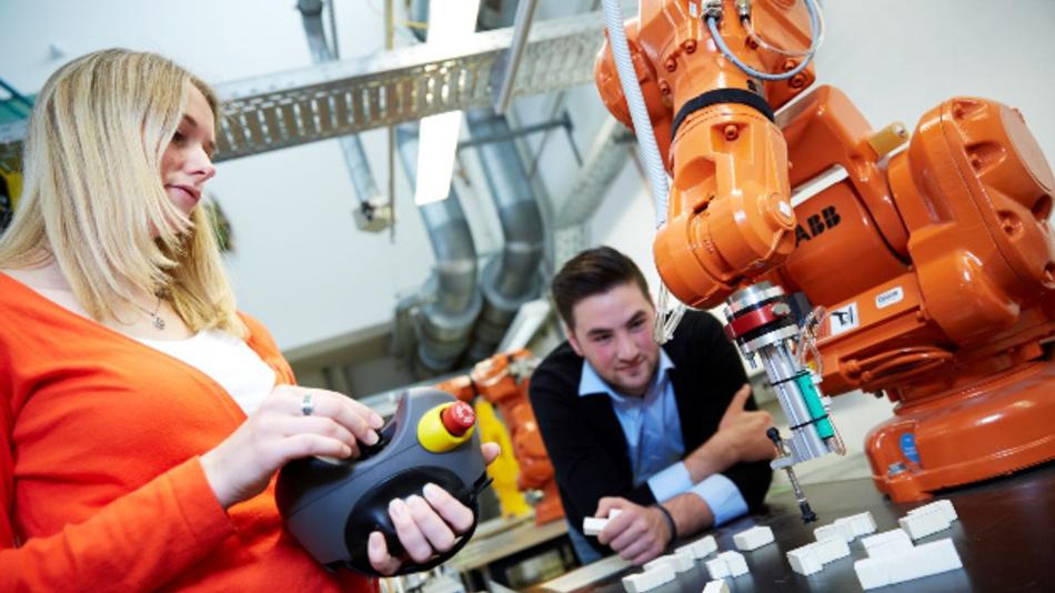 Berufstätige aus elektrotechnischen Bereichen, die ihr Wissen ausbauen oder auf den aktuellen Stand bringen möchten, können sich  am Freitag, den 22. November an der Hochschule Darmstadt über das berufsbegleitende Masterfernstudium  Elektrotechnik informieren.