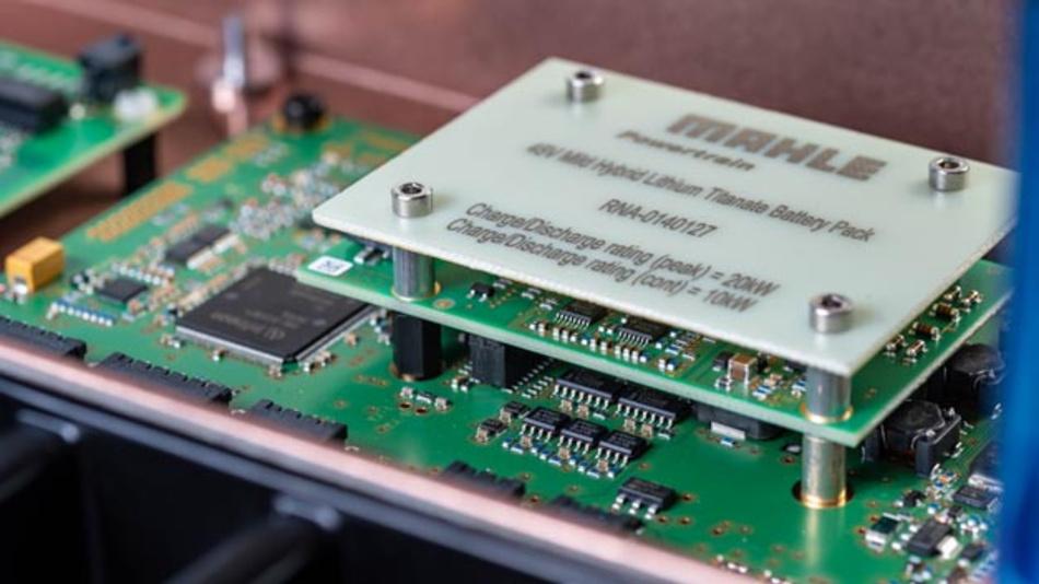 Mahle Powertrain hat einen Prototypen für neue 48-Volt-Batterie entwickelt, die die Leistung von Mild-Hybrid-Systemen steigern soll.