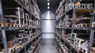Der 48-seitige Leitfaden für die intelligente Lichtsteuerung in Industrie und Logistik von Steinel Professional.