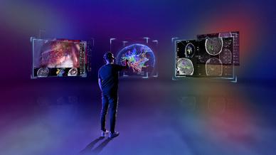 Mixed-Reality-Anwendung: Mit Hilfe der Datenbrille werden 3D-Modelle auf Basis patientenspezifischer Daten im Raum sichtbar.