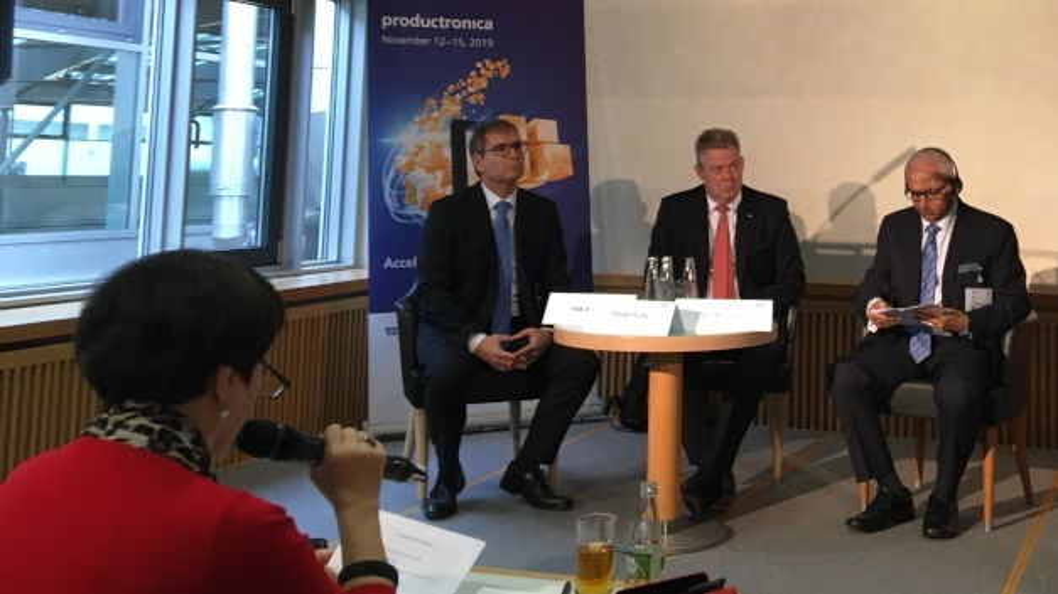 Falk Senger, Geschäftsführer Messe München, Rainer Kurtz, Vorsitzender der Geschäftsführung der Kurtz Holding und Ajit Nanocha, CEO der SEMI, auf der Eröffnungspressekonferenz der productronica und der Semnicon Europa.