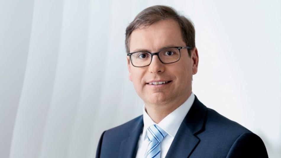 Falk Senger, Messe München: »Insgesamt dürfte es weltweit nur wenige andere Gelegenheiten geben, sich so umfassend und in so kurzer Zeit einen Überblick zu den komplexen Themen rund um die Elektronikfertigung zu verschaffen.«