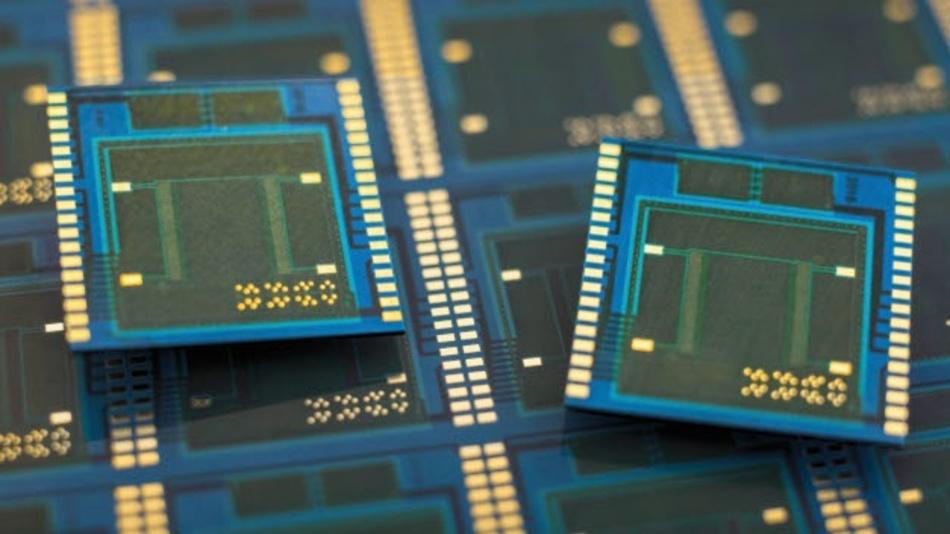Insgesamt hat das Panel-Level-Packaging-Konsortiums über die vergangenen zwei Jahren über 110 Panels hergestellt und nahezu 300.000 Chips zusammen mit 30.000 SMDs eingebettet.