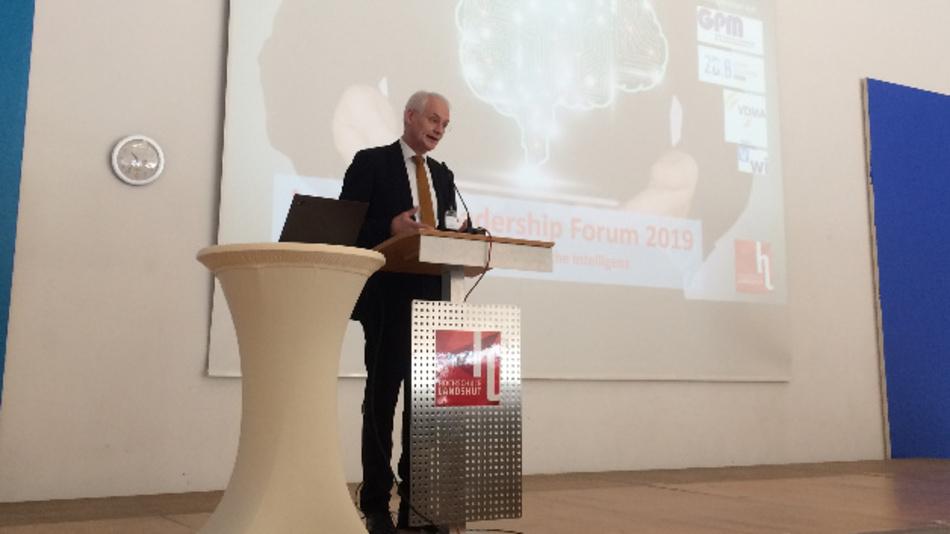 Hochschulpräsident Prof. Stoffel begrüßte die Teilnehmer auf dem Landdshut-Leadership-Forum.