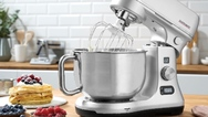 """Die """"Design Küchenmaschine Advanced Digital"""" von Gastroback ist zu einem Preis von 499,90 Euro (UVP) im Handel erhältlich."""