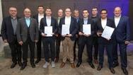 Die vier Preisträger des des Nachwuchspreises 'Digitalisierung im Maschinenbau' 2019 und ihre Gratulanten